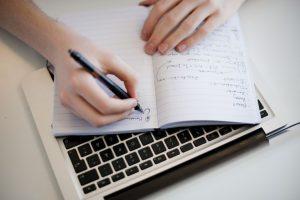 นักเขียนฟรีแลนซ์ที่คนเรียกใช้บริการบ่อย ๆ